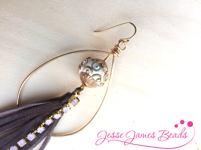 How to use a jig to make jewelry from Jesse James Beads6